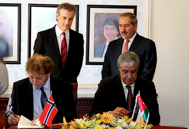 Signing-in-Jordan-2011_01